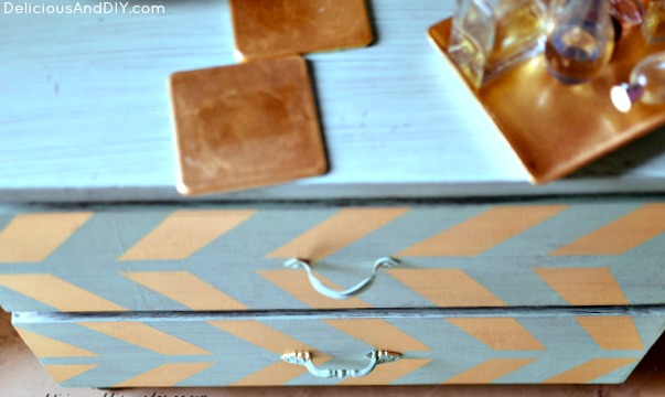 Update and Old Table using masking tape and chalk paint| Painted Furniture| Home Decor Ideas| Before and After Home Decor| DIY Crafts| Chalk Paint Projects| Side Table Makeover