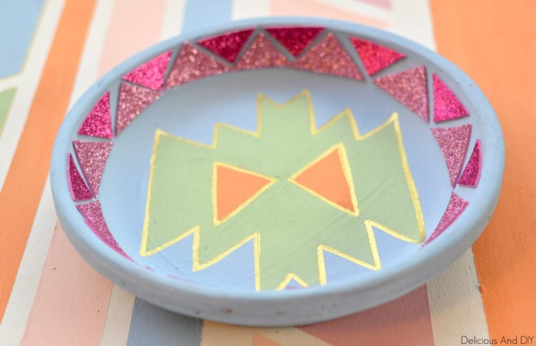 SouthWestern Bowl DIY Bowl Makeover. Clay Bowl Ideas. Jewelry Dish Ideas. Ring Holder. DIY Clay Bowl Ideas. DIY Craft Ideas.
