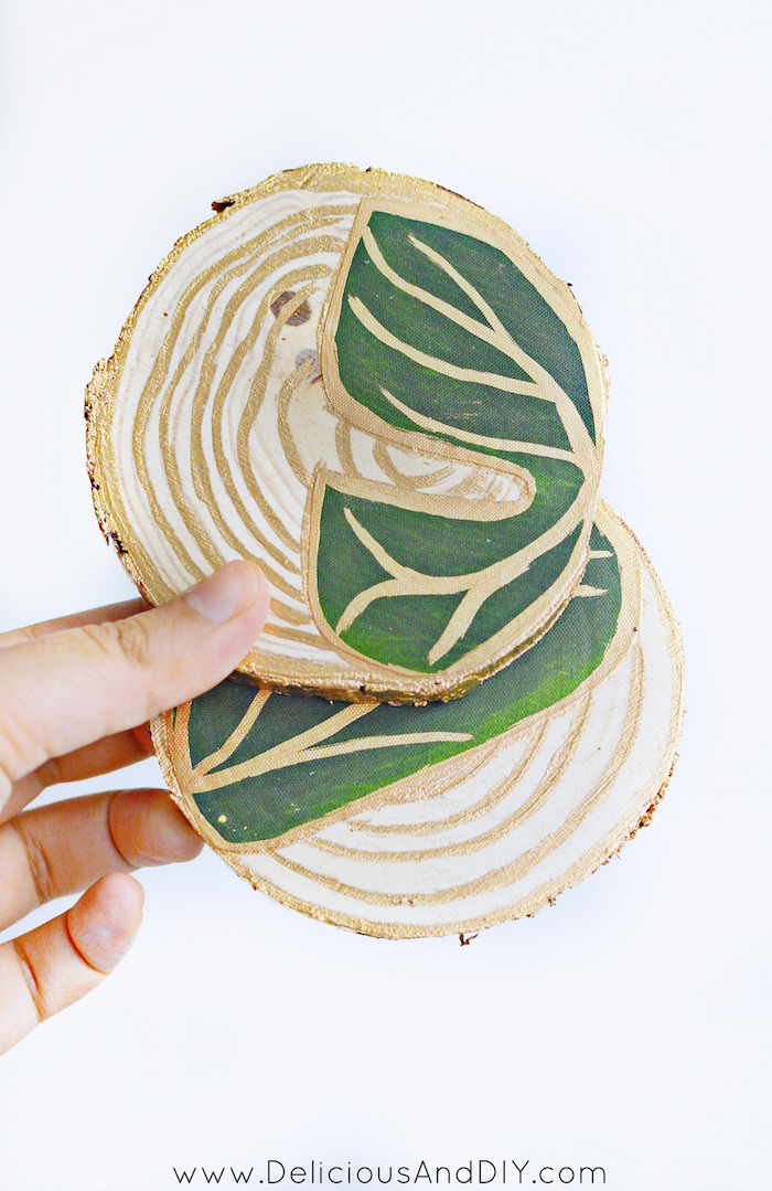 Create these gorgeous Tropical Leaf Coasters using Artificial Monsterra Leaves and Decoupage Glue| DIY Coasters Crafts| Monsterra Leaves Crafts|Wood Slice Coasters| Home Decor| Craft Ideas