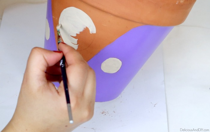 painting terra cotta pot with a beige color