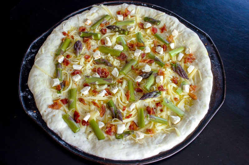Asparagus Bacon Goat Cheese Pizza - easy to make, and perfect for spring. Fresh asparagus, smoky bacon, salty goat cheese and a garlic sauce make every bite of this pizza fantastic.