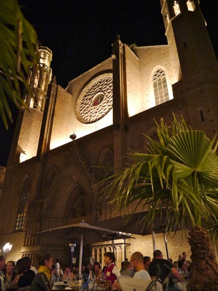Weinbar gegenüber der Kirche