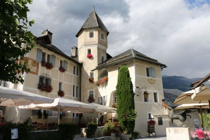 Château de Villa: Museum, Vinothek und Restaurant. Tipp: Raclette essen!