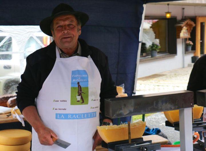Raclette auf dem Markt in Chandolin.