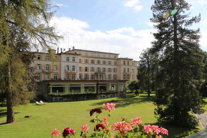 Waldhaus Flims: Grandhotel mit Frühstückssaal zum ParkWaldhaus Flims: Grandhotel mit Frühstückssaal zum Park