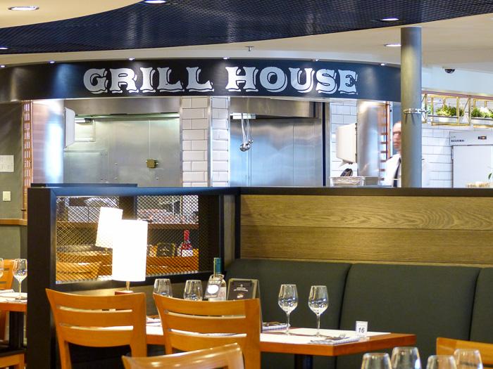 Grill House, eines der Restaurants auf dem Schiff