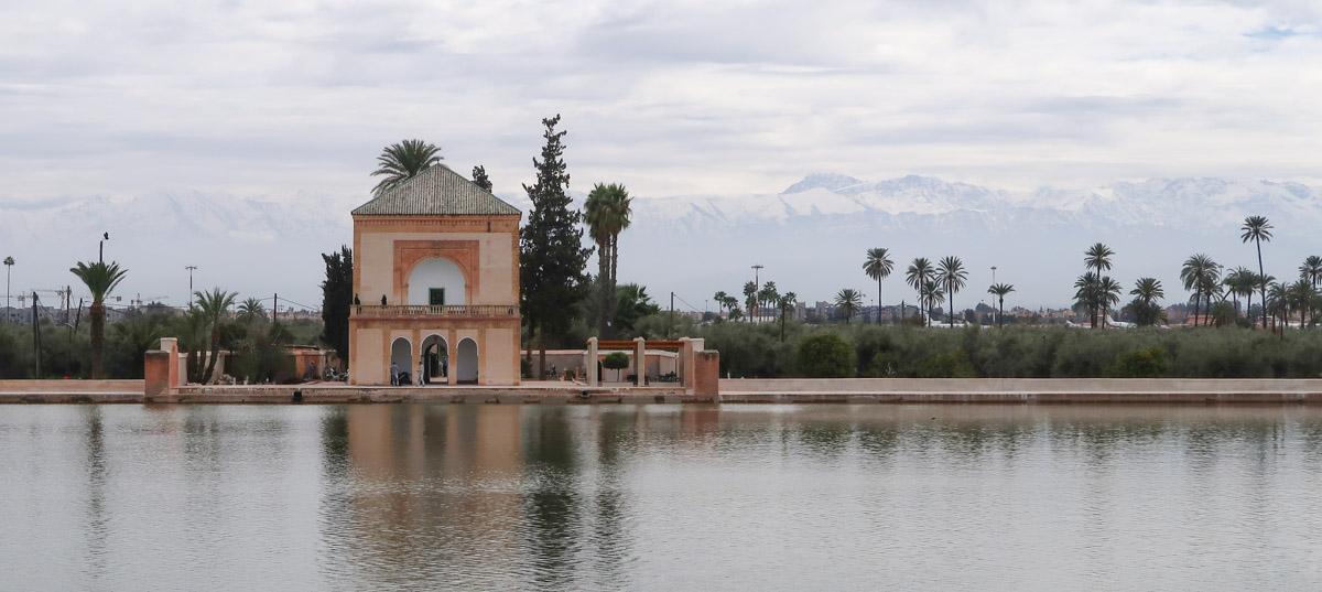 Menara-Garten vor der Kulisse des Atlasgebirges