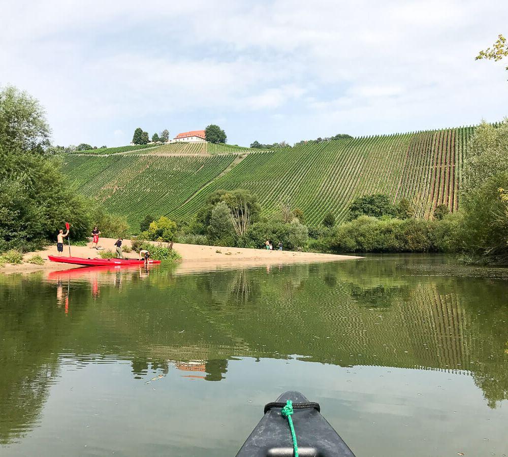 Mit dem Kanu auf dem Altmain im Fränkischen Weinland