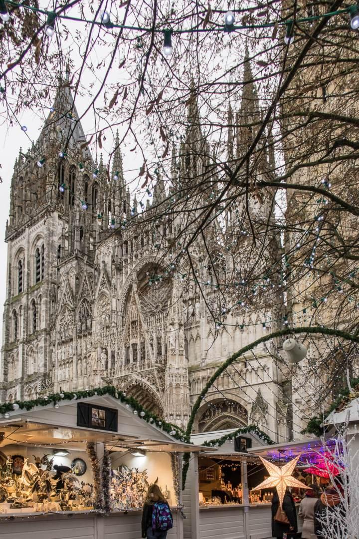 Weihnachtsmarkt an der Cathedrale Notre Dame in Rouen