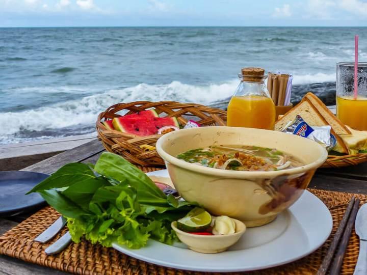 Frühstück im Mango Bay Resort: Pho Bo