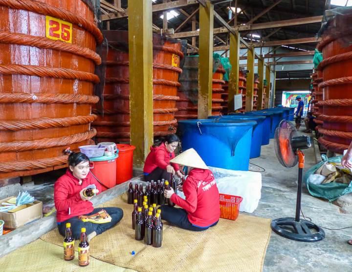 Hier wird die berühmt-berüchtigte Fischsauce Nuoc Mam hergestellt