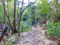Auf dem Weg zum Suoi Tranh Wasserfall, ein beliebtes Picknickplatz der Einheimischen.