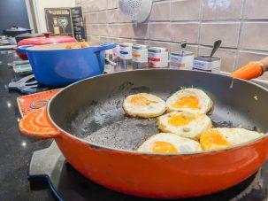 Frühstücksbuffet mit Eiern