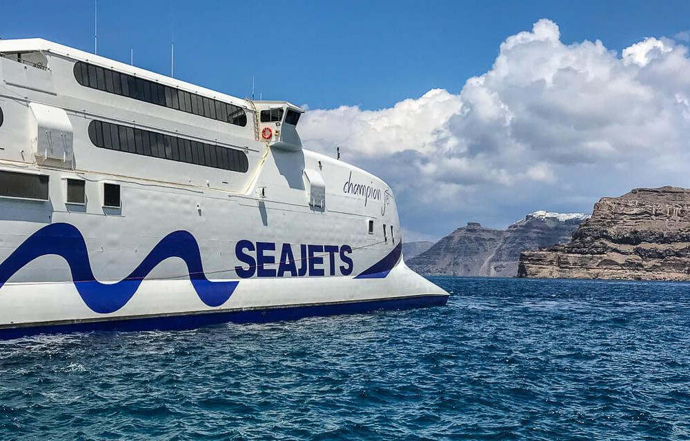 Mit der Seajets-Fähre in 2,5 Stunden von Santorin nach Milos