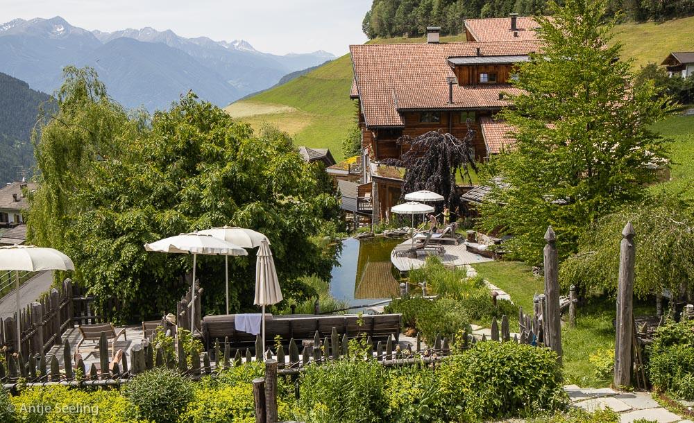 Garten mit Blick auf die Sarntaler Alpen