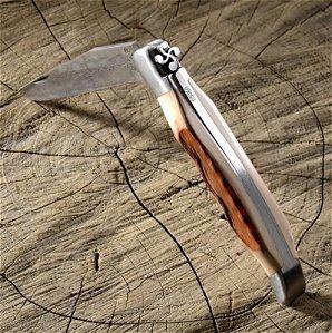 Couteliers-basques-Mizpira - couteau-de-poche-artisanal-basque-a-cran-force- et-lame-damas