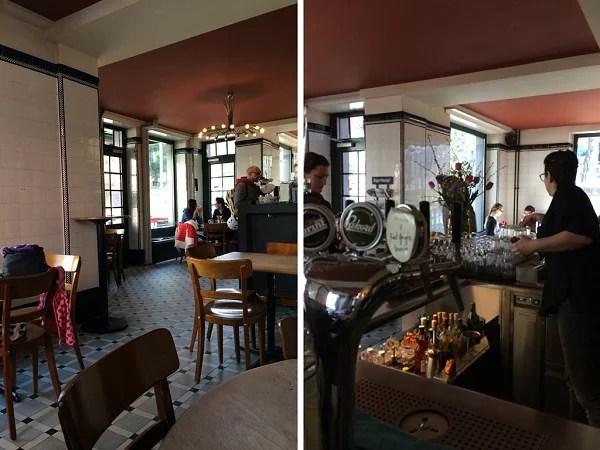 Das gemütliche Café im Erdgeschoss verwandelt sich am Abend in eine Bar
