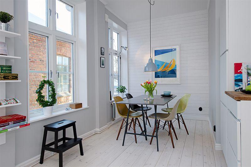 vigas en el techo de madera sillas eames patas de madera estilo nórdico electrodomésticos siemens dúplex para estudiantes decoración nórdica decoración estilo sueco decoración escandinava decoración en blanco decoración dúplex cocina kvik cocina blanca