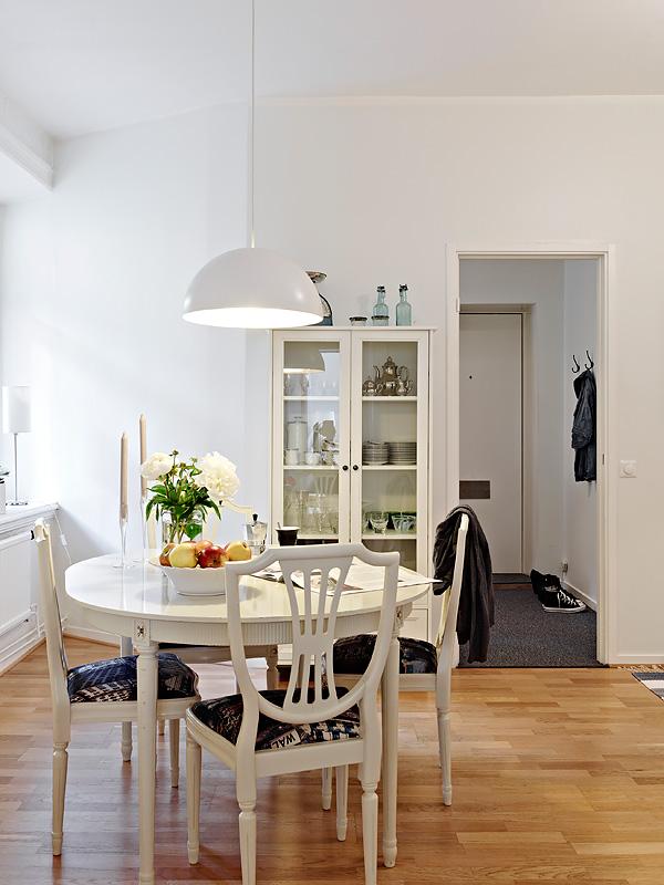 Un piso peque o en colores neutros blog tienda for Decoracion piso 65 m
