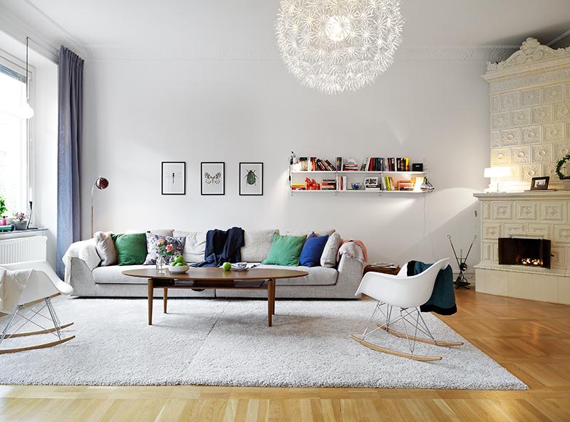 Elegante piso con suelo de parquet arce, molduras en los techos y ...
