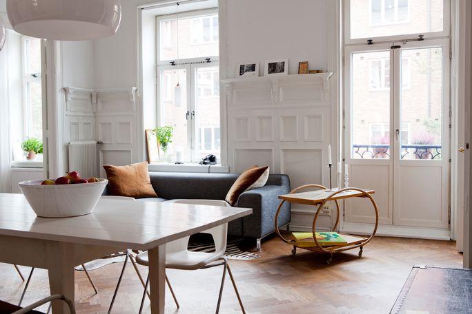 Paredes paneladas y suelo espigado de madera revista hsm blog tienda decoraci n estilo - Rodapies altos ...