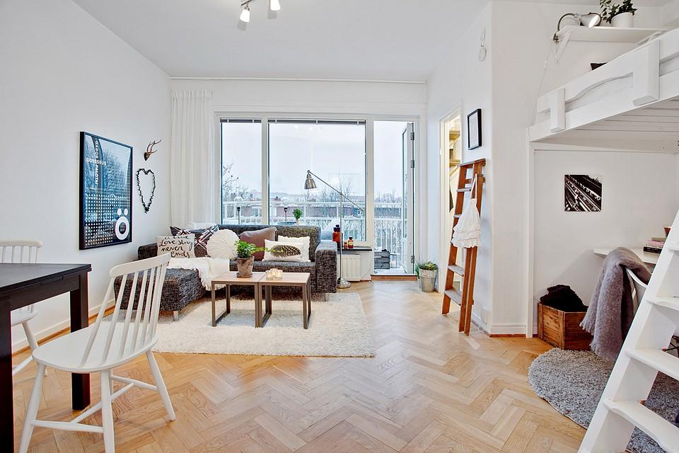 Zona de descanso en altillo en estudios y mini pisos for Piso estudio sevilla