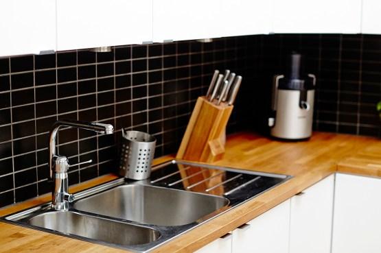 estilo nórdico escandinavo encimeras de madera cuidados mantenimiento encimeras de cocina de madera decoración diseño nórdico cuidados encimeras de madera cocina cocinas pequeñas cocinas modernas cocinas blancas encimera madera blog decoración interiores nórdicos