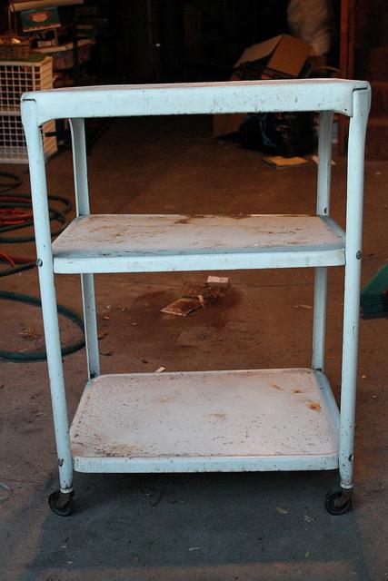 Diy de carro oxidado a mueble bar glamuroso blog for Camarera cocina mueble