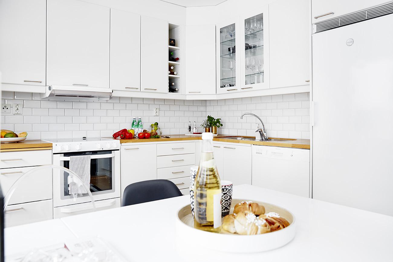 Batiburrillo de sillas blog tienda decoraci n estilo for Como decorar una cocina blanca