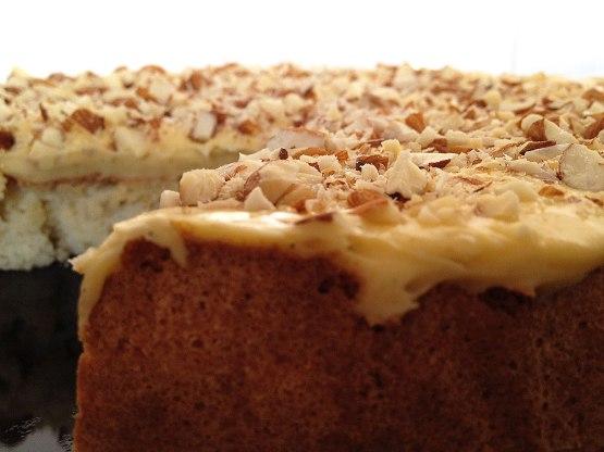 tartas fáciles tartas con almendras Suksessterte Tarta del éxito (receta noruega) recetas delikatissen Recetas de postres rápidos y fáciles postres nórdicos tartas postres nórdicos bizcochos ligeros bizcochos de claras y almendra