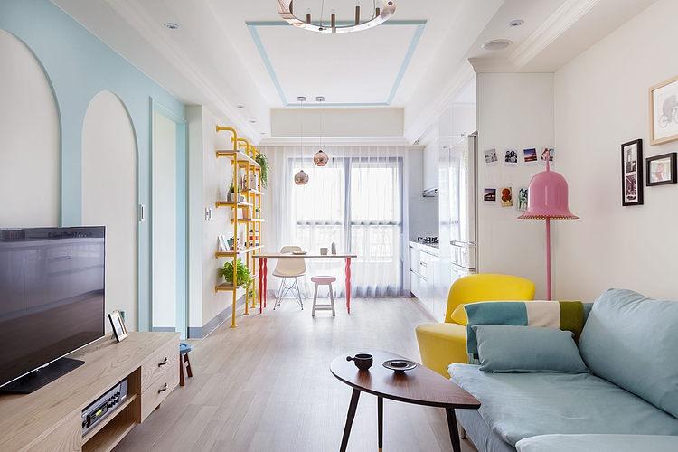 Apartamento fresco y colorido con toque mid-century modern