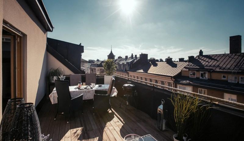 Ático pequeño con terraza de madera y vistas - Blog tienda ...