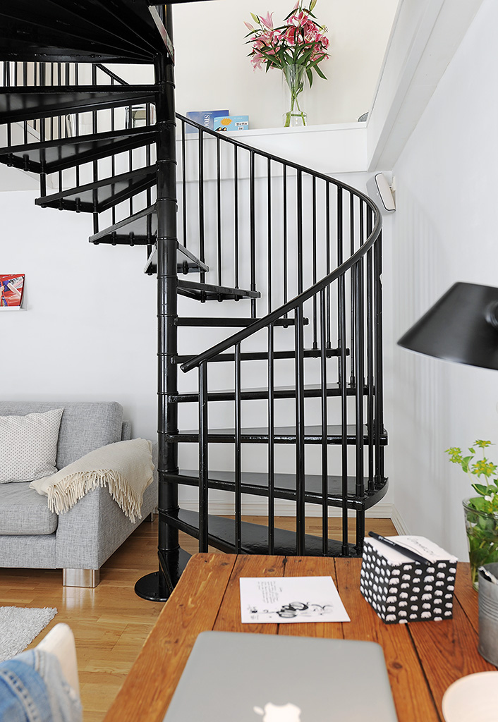 19 escaleras en pisos n rdicos blog tienda decoraci n for Escaleras para 3 pisos