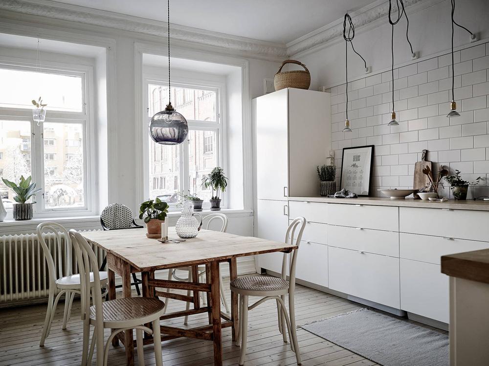 Cocina n rdica con baldosa metro y encimera de madera - Decoracion nordica escandinava ...