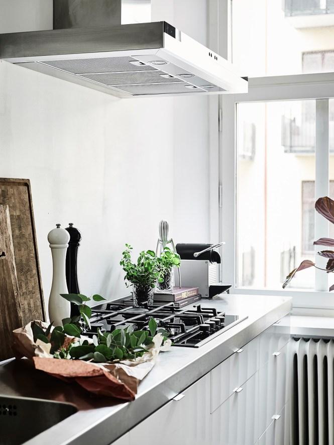 techos altos planta semi abierta lámparas colgantes interiores nórdicos decoración pisos pequeños decoración blanco cocinas nórdicas modernas blog decoración nórdica Amplitud con blancos y neutros