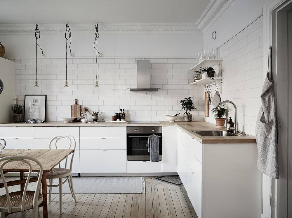 Cocina n rdica con baldosa metro y encimera de madera - Encimera de madera para cocina ...