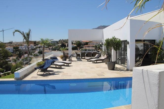 venta casas benalmadena infinity pool estilo nórdico costa del sol estilo escandinavo casas de vacaciones casas de diseño casas danesas españa casa con piscina
