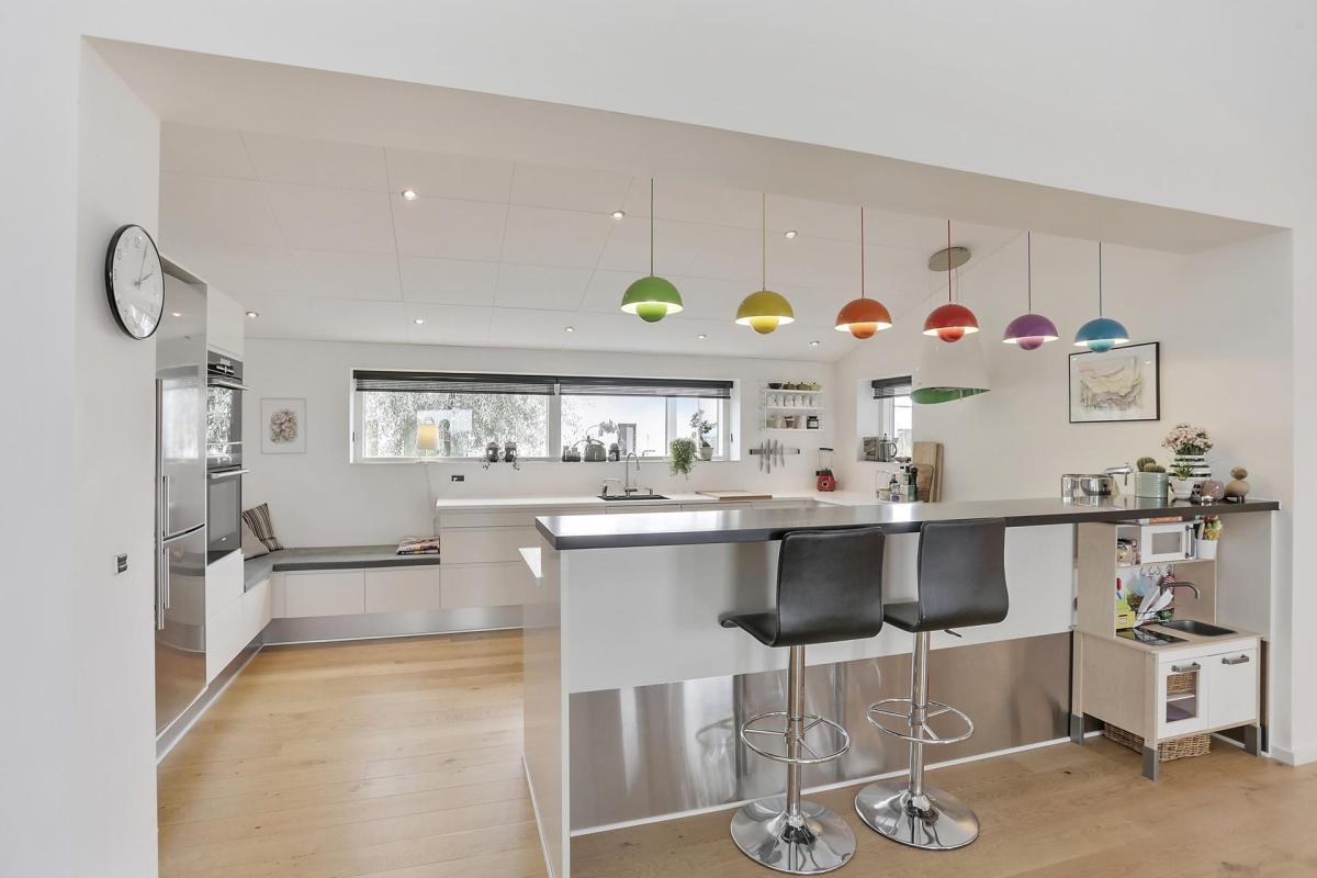Toque de color en una cocina blanca blog tienda - Colores para una cocina ...