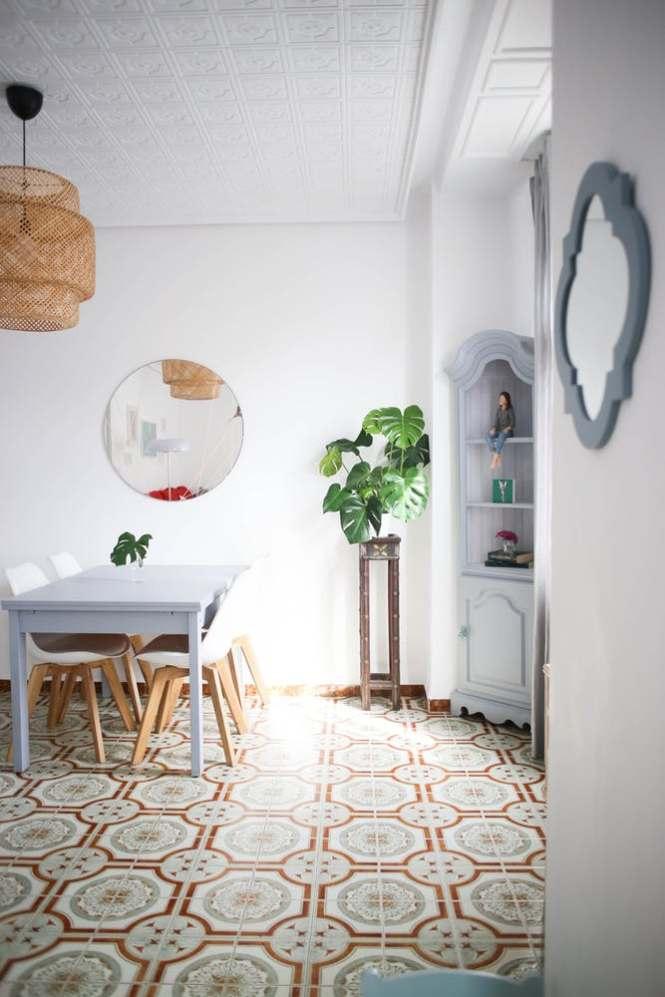 puertas blancas piso valencia Molduras en el techo estilo nórdico estilo mediterráneo estilo boho diseño interiores decoración interiores baldosa hidraulica