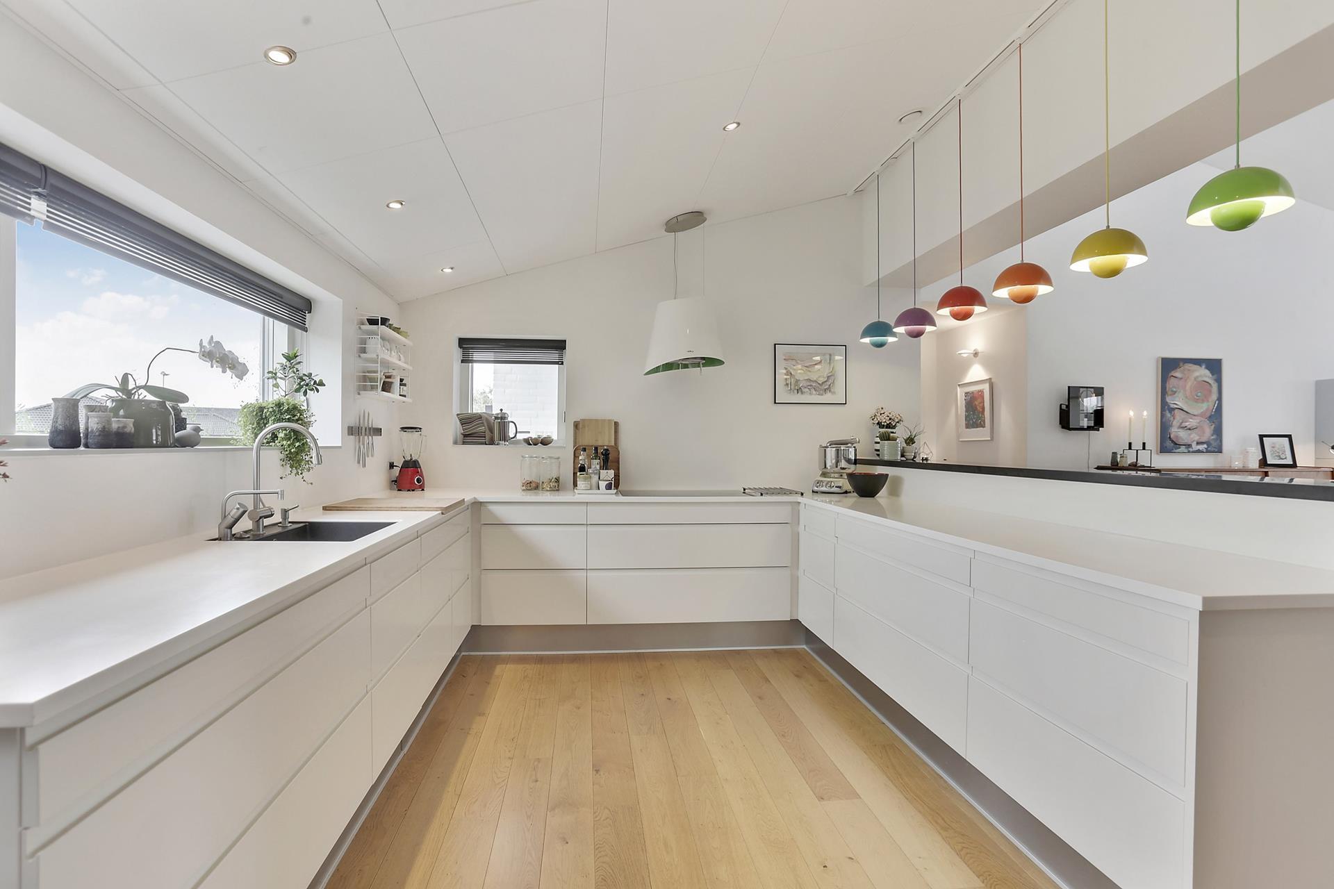Toque de color en una cocina blanca blog tienda for Color credence cocina blanca