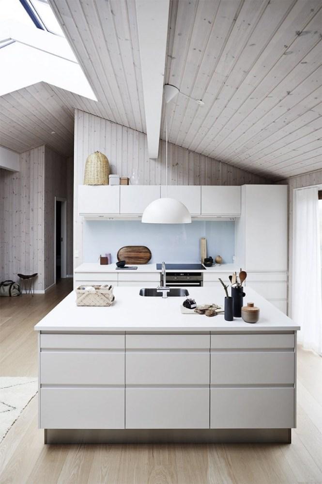 sommerhus estilo nórdico minimalista estilo escandinavo diseño danés casa de verano de madera casa de diseño casa danesa casa con hierba en el tejado