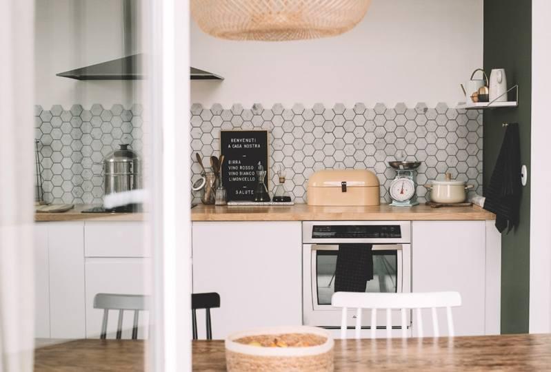 estilo escandinavo cuarto de baño moderno credenza colores pastel casa luminosa aparador danés adornos modernos deco
