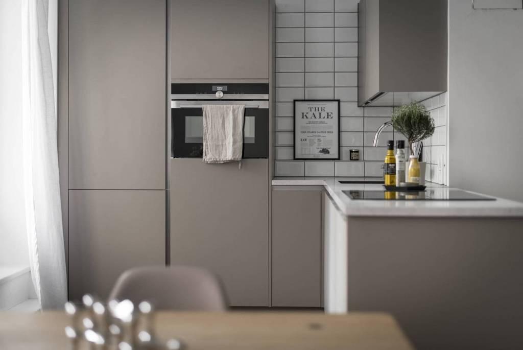 Pequeña cocina abierta de color topo - Blog tienda ...