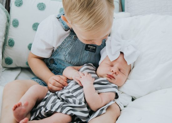 Pose ideas for in Home Lifestyle Newborn photoshoot in natural light