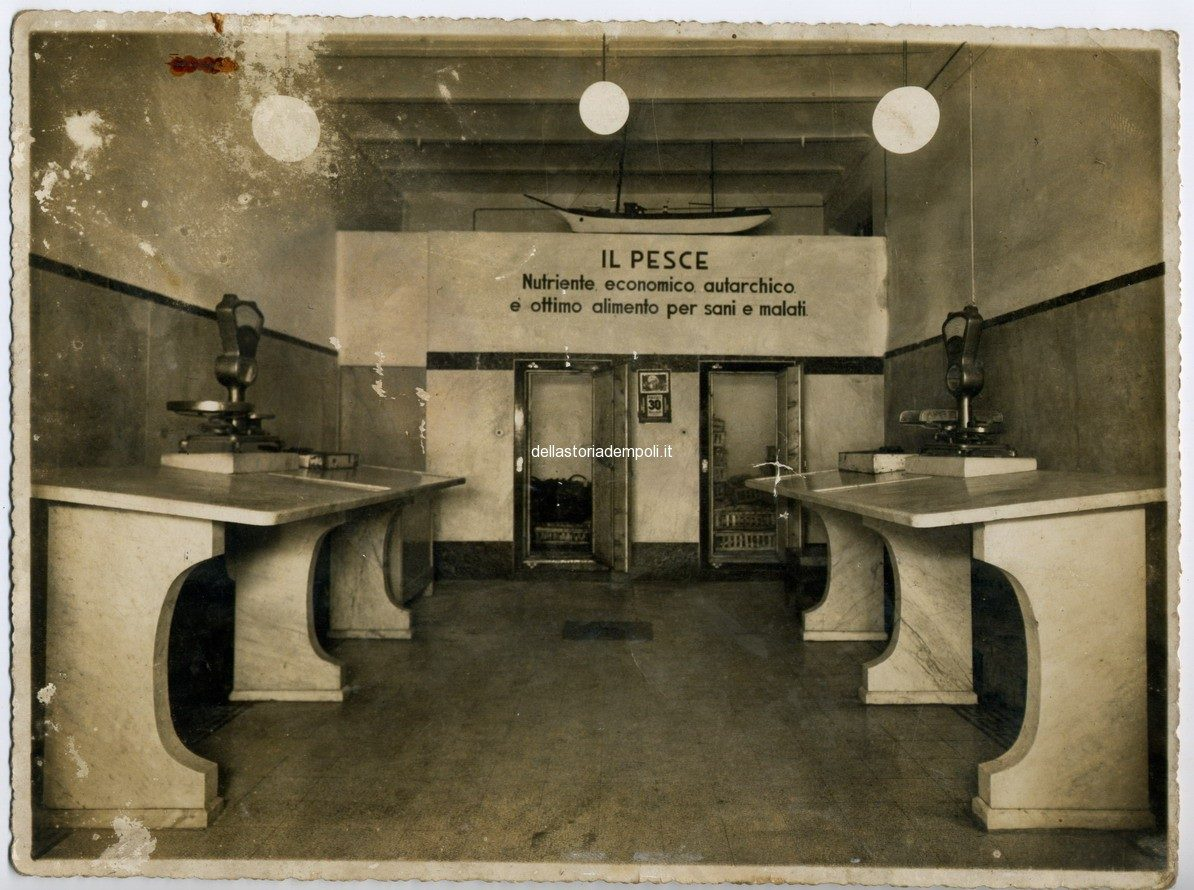 Interno Pescheria 30 Maggio 1940 (sullo Sfondo La Foto Del Duce)