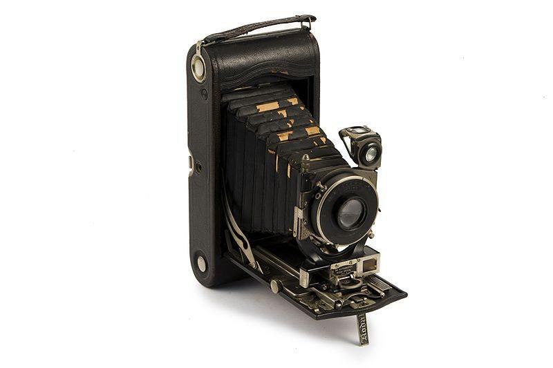 Apparecchio Fotografico Pieghevole, A Soffietto, A Pellicola In Rullo A 122   Museo Scienza Tecnologia Milano 06051