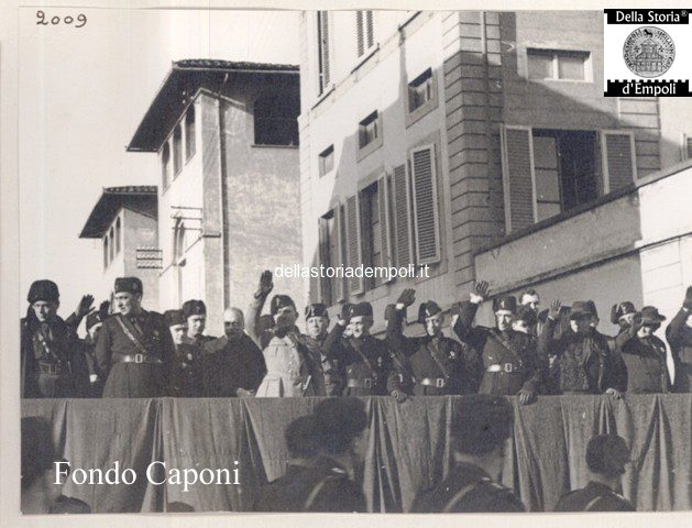 Parata fascista in Via Roma