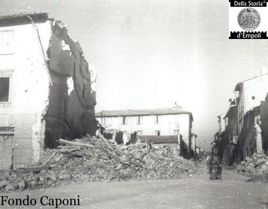 Piazza della Vittoria incrocio via Carrucci, danni bellici