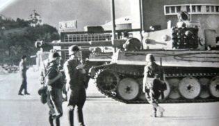 Foto n.4 - un Panzer Tiger in una città del nord dopo la proclamazione dell'armistizio.