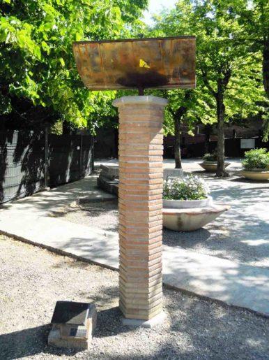 Il monumento commemorativo in Piazza del Duomo - Foto per g.c. di Francesco Fiumalbi